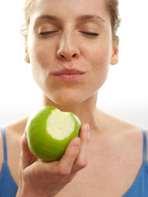 woman mindfully eating an apple