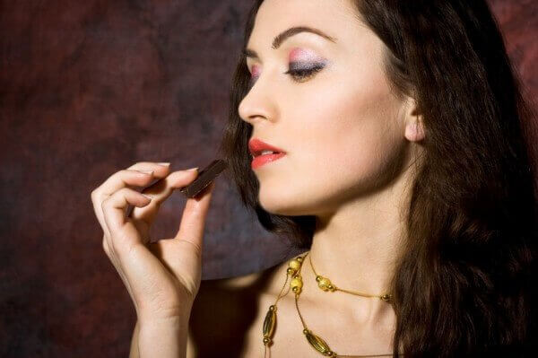 eating chocolate mindfully